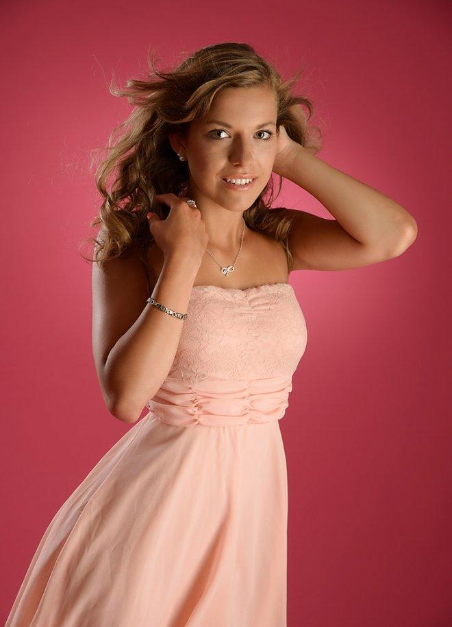 Foto mit Windmaschine vor Pink
