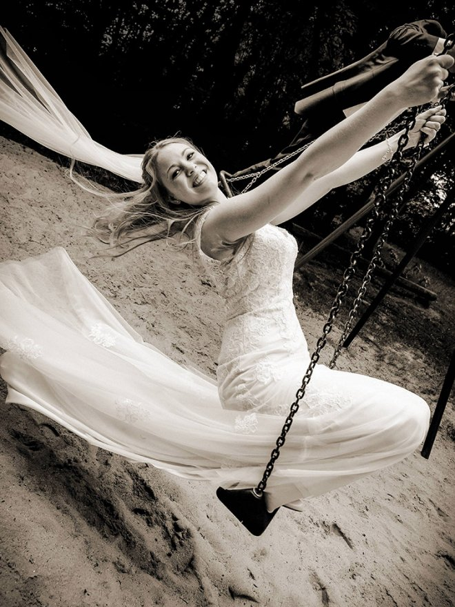 Braut auf der Schaukel