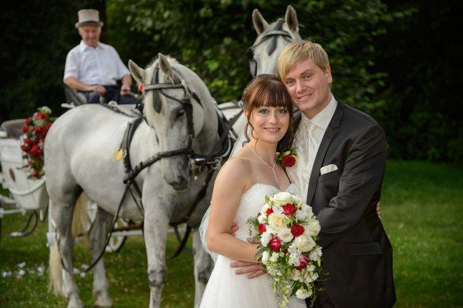 Hochzeitskutsche mit Pferden